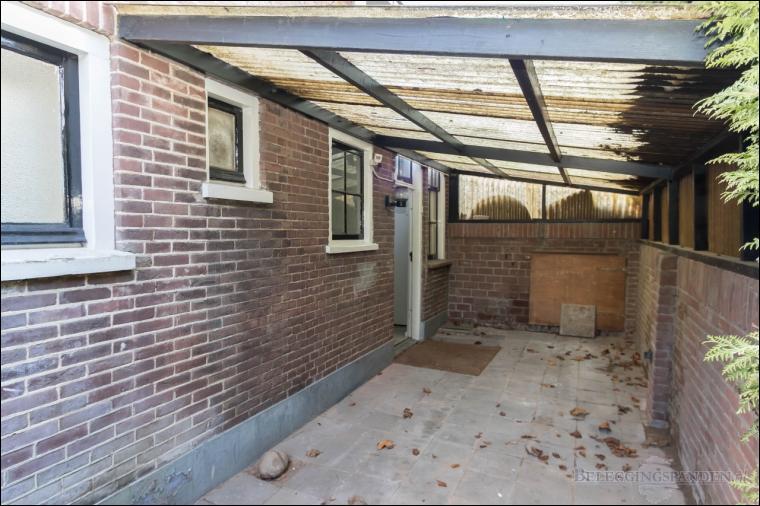 Huizen, Hulweg 2,4 en Oranje Weeshuisstraat 11a
