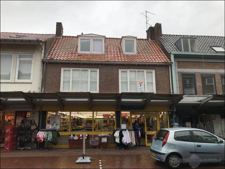 Oostburg, Burchtstraat 11, Sint Michielstraat 1